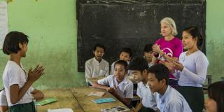 Volunteer in Myanmar. Ana Paula Pinto with students.