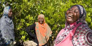 Laughing women in Zanzibar | VSO