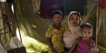 Woman with children, Rohingya_camps Bangladesh
