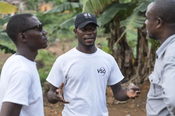 VSO volunteers discuss solutions in Sierra Leone